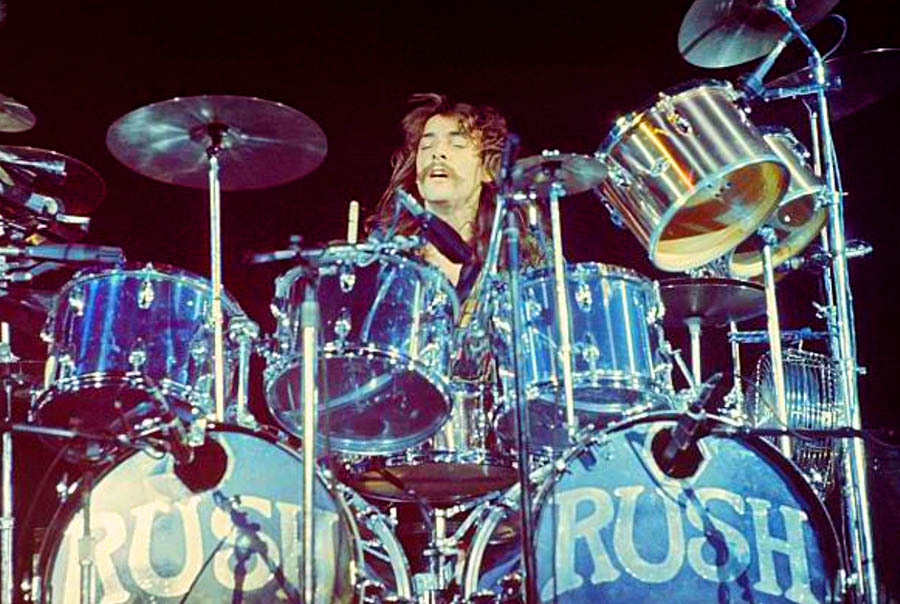 Análise sobre o por que do rock progressivo e comentários pessoais sobre a morte do baterista Neil Peart do Rush